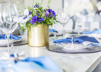high end place settings ideas with flowers